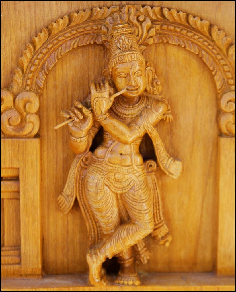Krishna_holding_flute